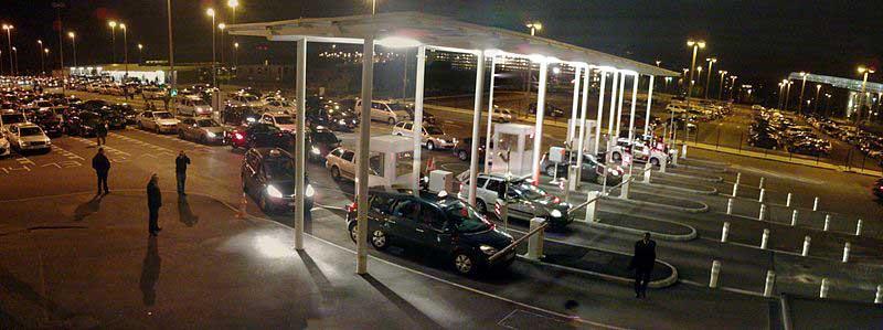 Les taxis devant l'aéroport de Roissy-Charles de Gaulle