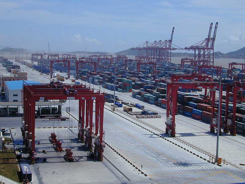 Le port de Shanghai, le plus grand port au monde