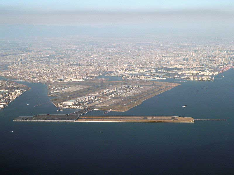 L'aéroport d'Haneda, l'un des plus grands au monde, est construit sur un terre-plein et des îles artificielles.