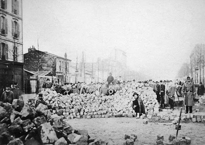 Une barricade durant la Commune de Paris