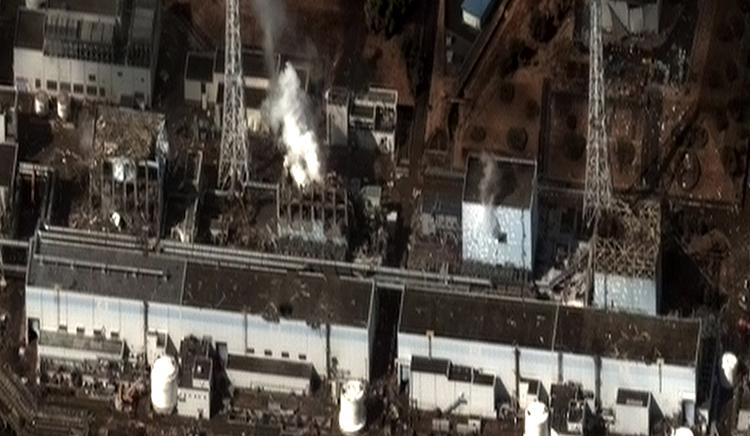 Destruction de la centrale nucléaire de Fukushima (Japon) après le passage d'un tsunami en 2011