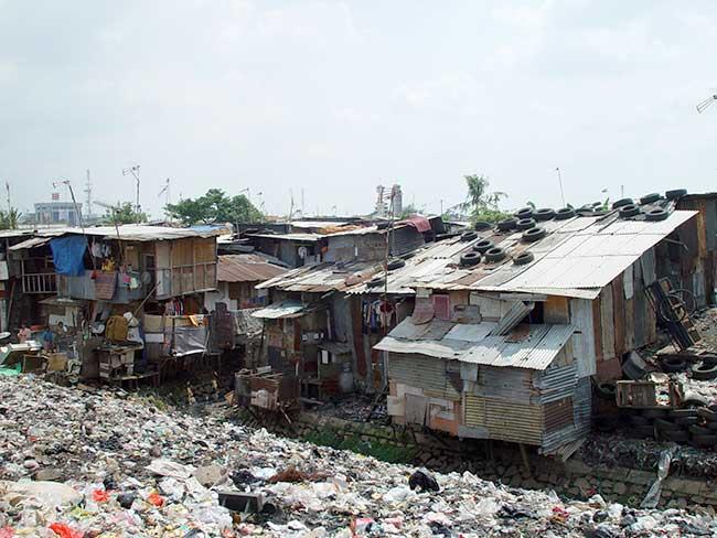 Bidonville à Jakarta en Indonésie