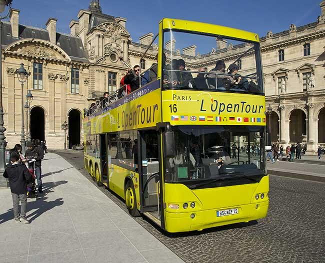 Bus touristique à Paris