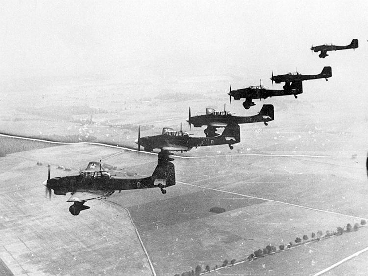 Stukas allemands survolant la Pologne en septembre 1939