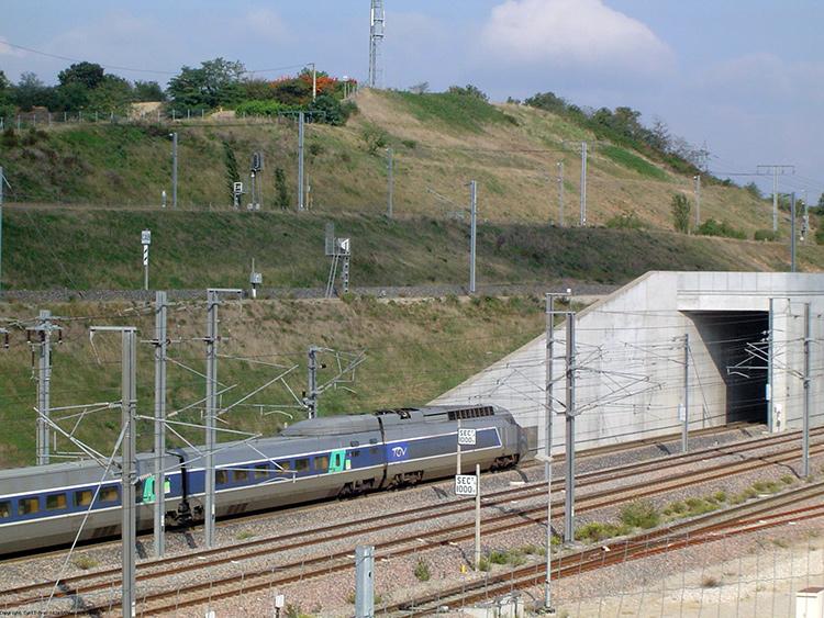 Une rame de TGV à Saint-Marcel-lès-Valence