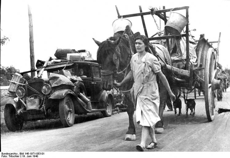 L'exode de 1940 des Français fuyant la progression des forces allemandes