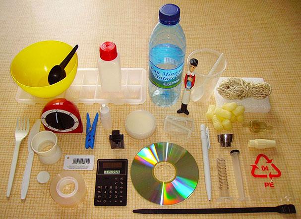 Différents objets en matière plastique