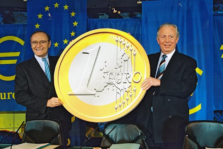Présentation de la pièce de 1 euro mise en circulation en 2002