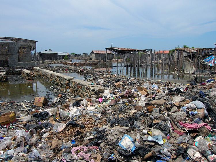 Pollution dans un bidonville en Haïti