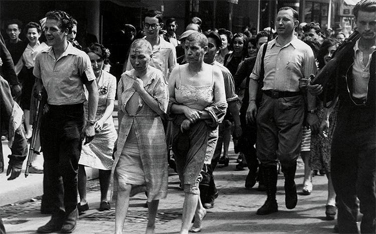 Les femmes accusées de collaboration avec les Allemands sont tondues.