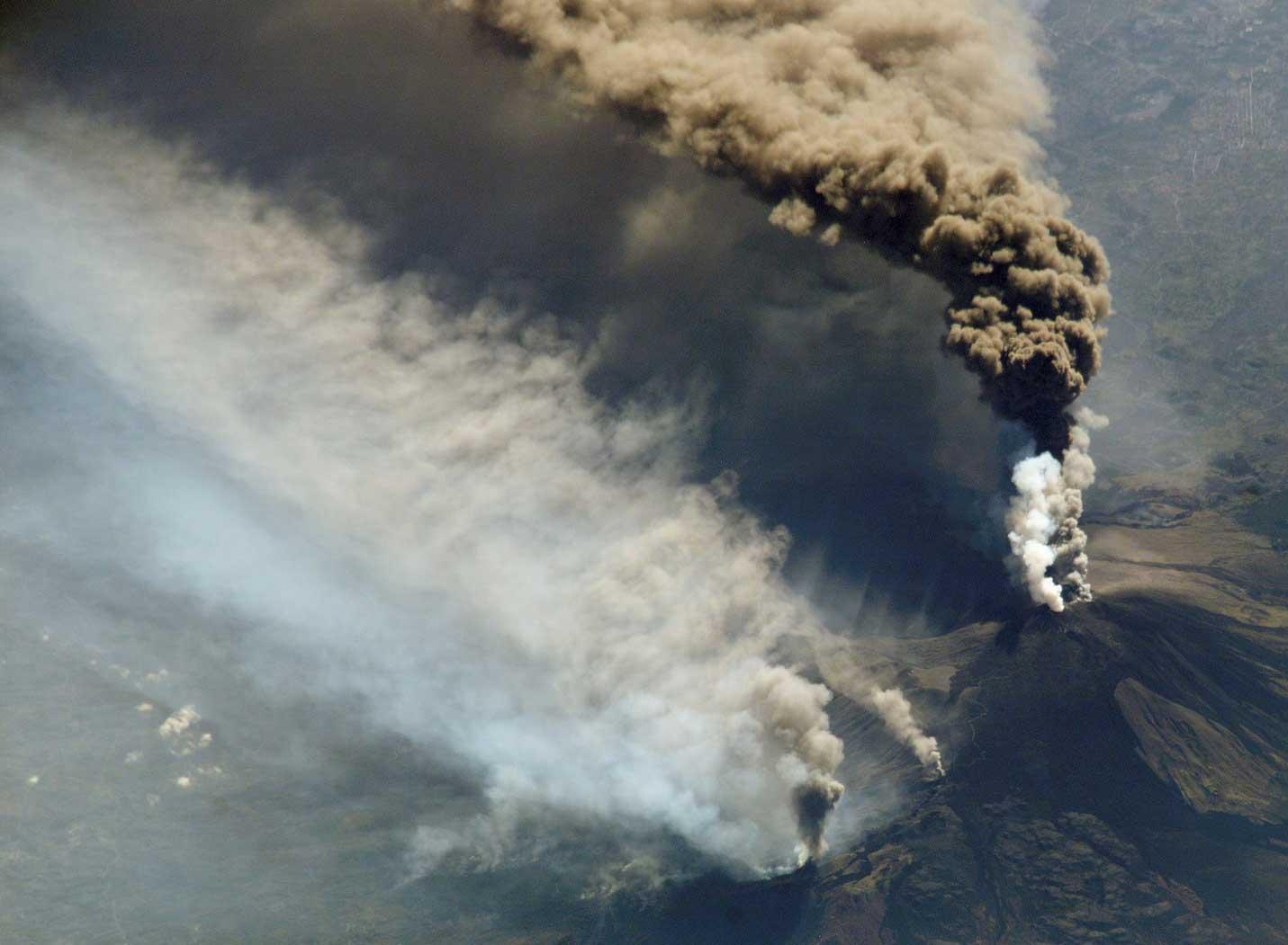 Nuage de fumée, éruption de l'Etna