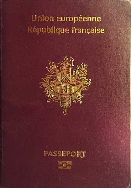 Couverture d'un passeport français illustrant la double appartenance à la France et à l'Union européenne