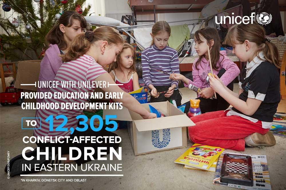 Campagne de l'Unicef pour la distribution de kits scolaires dans l'Est de l'Ukraine