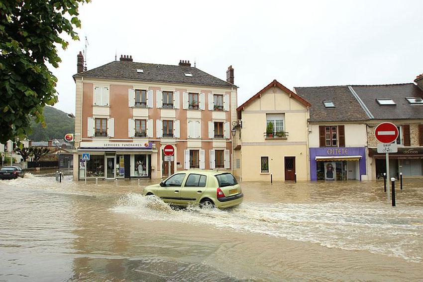 Inondation à Saint-Rémy-lès-Chevreuses (Yvelines) en 2016