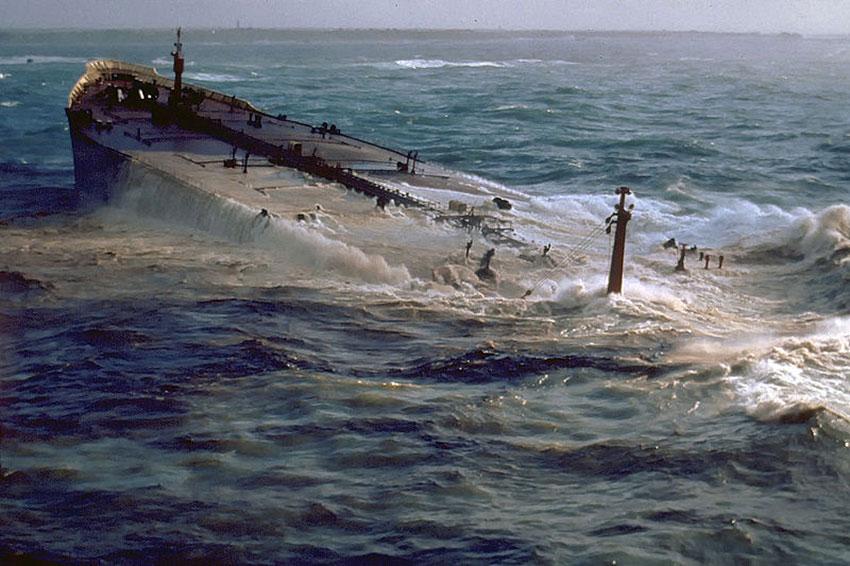 Naufrage de l'Amoco Cadiz en mars 1978 au large des côtes bretonnes