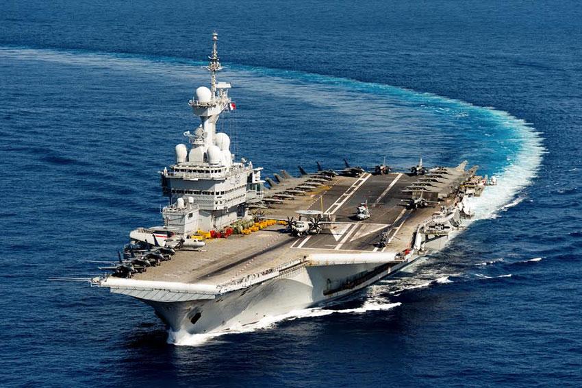 Porte-avions à propulsion nucléaire français Charles de Gaulle