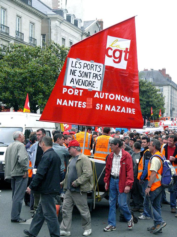 Manifestation de la CGT à Nantes en 2008 pour défendre l'âge de départ à la retraite des salariés du port autonome