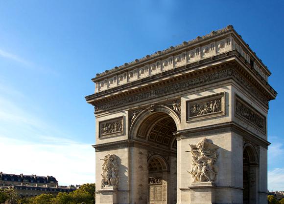 L'Arc de Triomphe, place de l'Étoile à Paris
