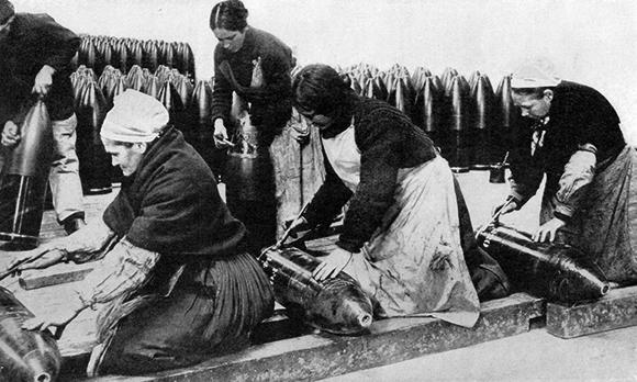 Femmes dans les usines pendant la guerre