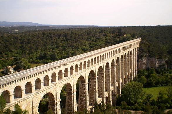 Un aqueduc