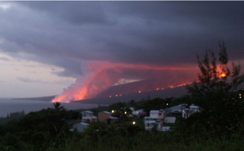 Une éruption du Piton de la Fournaise, sur l'île de La Réunion en 2007