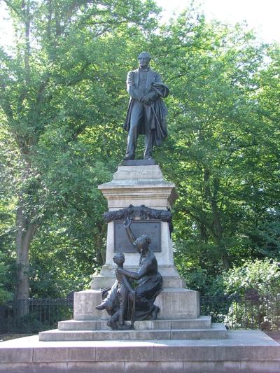 Statue d'Eugène Schneider au Creusot
