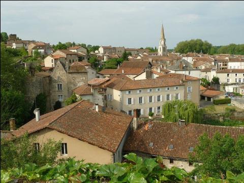 Confolens (Charente), une petite ville en plein déclin démographique