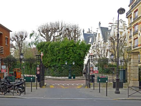 La privatisation de l'espace public : la villa Montmorency à Paris