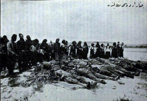 Photographie de victimes civiles extraite de l'enquête dans les Balkans, fondation Carnegie pour la paix internationale, 1914