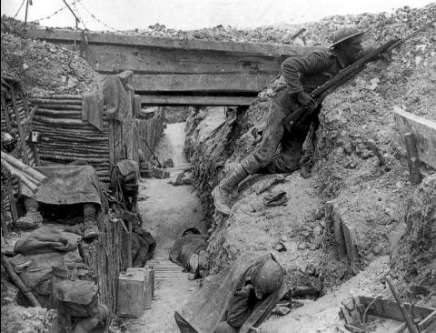 Une tranchée britannique près de la route Albert-Bapaume à Ovillers-la-Boisselle, durant la bataille de la Somme, John Warwick Brooke, juillet 1916