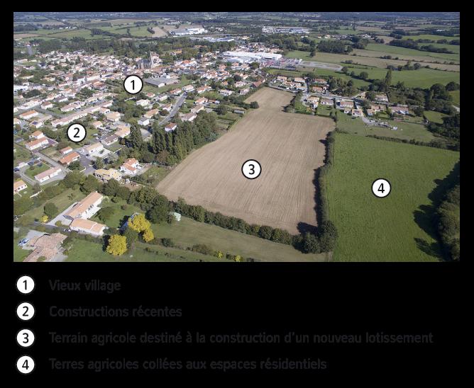 Vue aérienne de la commune de Chéméré, Pays de la Loire.Chéméré est une petite ville de 2500 habitants qui fait partie de la couronne périurbaine de Nantes.
