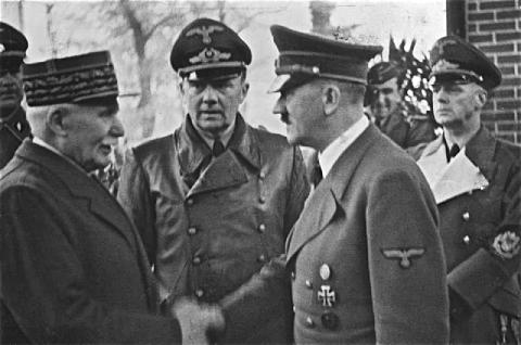 La poignée de main entre Philippe Pétain et Adolf Hitler le 24octobre1940 à Montoire