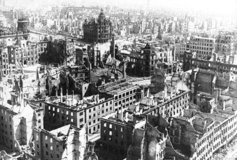 Seconde Guerre mondiale bilan matériel Dresde Allemagne Ruines
