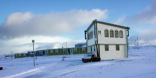 La base de Port-aux-Français, sur les îlesKerguelen, 2002 (TAAF)
